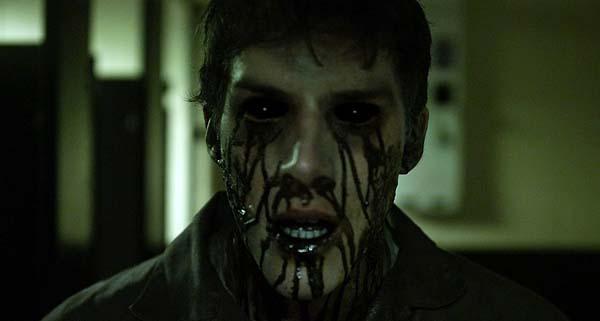 """""""Ich gucke diesen Horrorfilm schon viel zu lange, geht irgendwann auf die Augen"""" (Foto: SchröderMedia)"""