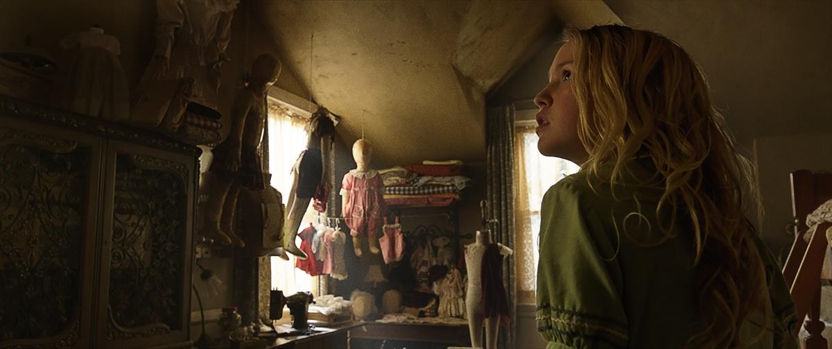 Janice in ihrem neuen Kinderzimmer (Foto: Warner Bros.)