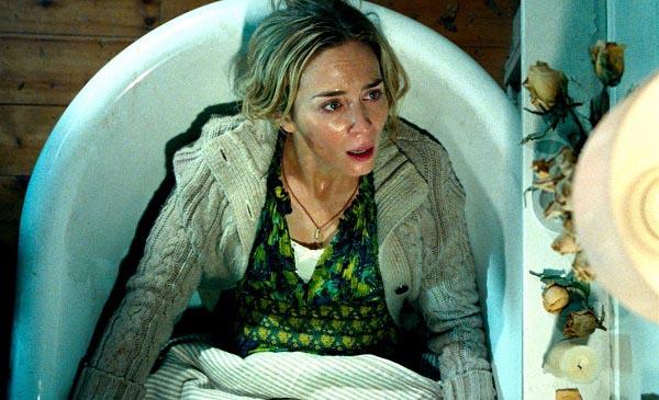 Jetzt ein Bad: Emily Blunt in der Wanne (Foto: Paramount Pictures)