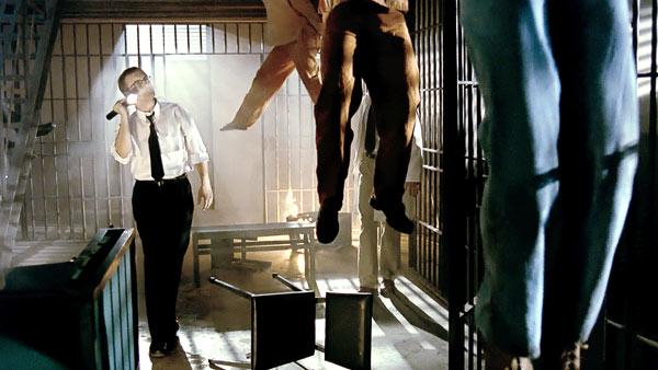Gut abgehangen: Im Gefängnis geht's hoch her (Foto: Capelight Pictures)