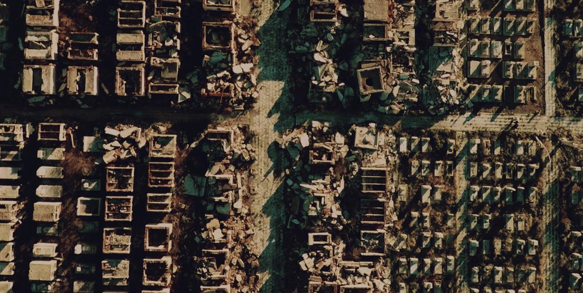 Blick von oben auf eine einst blühende Stadt (Foto: Busch Media Group)