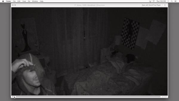 Schlafstörung: Auf dem gestohlenen Laptop gibt es einige unschöne Videos (Foto: Universal Pictures)