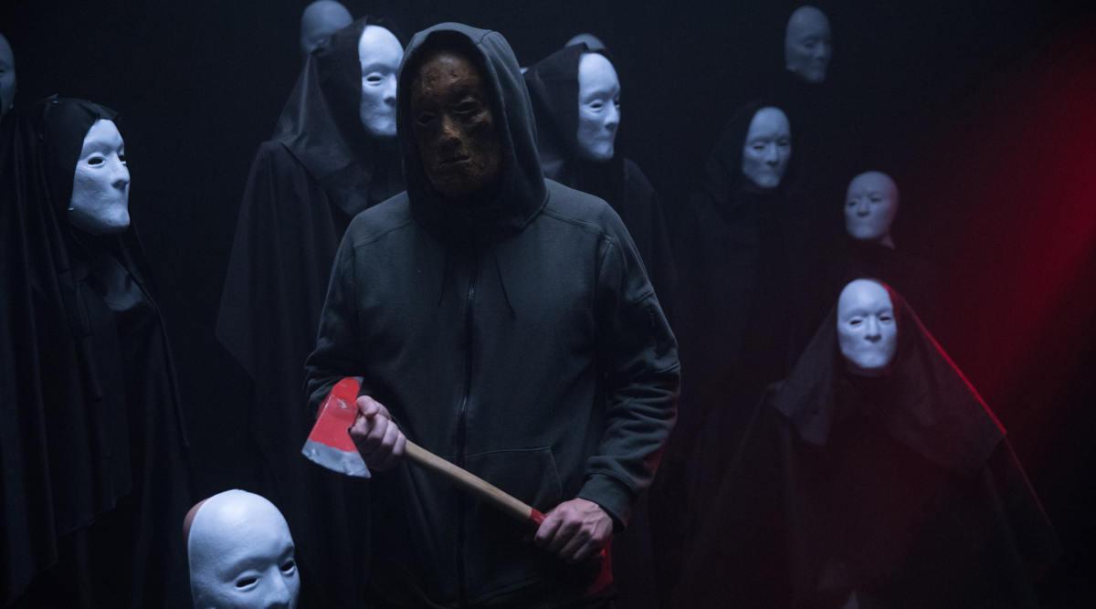Maskenträger unter sich: Der mysteriöse Killer will lieber unerkannt bleiben (Foto: Universum Film)