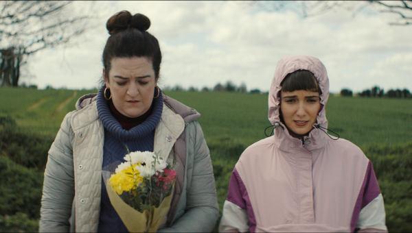 Rose und ihre Schwester trauern um ihren Vater, einen bekannten Geisterjäger (Foto: Universum Film)