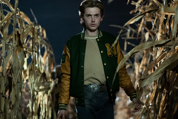 Die Abkürzung durch das Maisfeld zu nehmen, erweist sich als sichere Umleitung in den Tod. (Foto: Universal Pictures Germany)