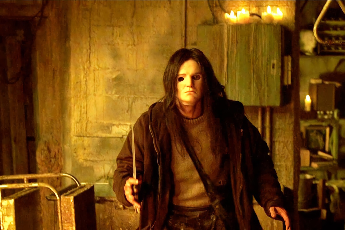 Sieht aus wie Michael Myers, ist es aber nicht (Foto: Warner Home Video)