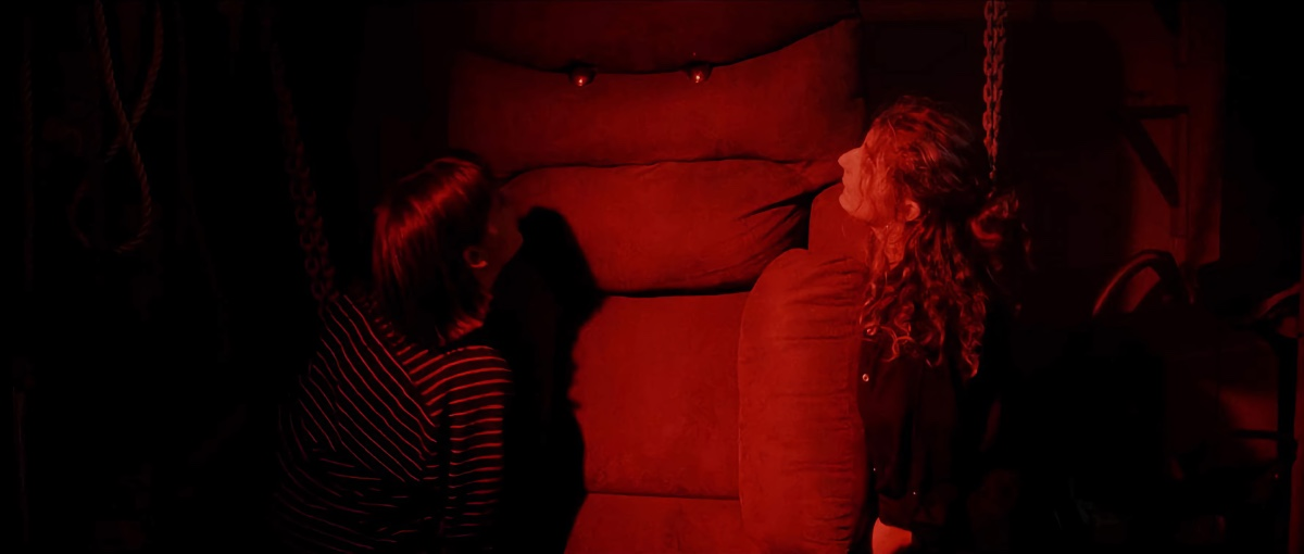 Ein Sofa sieht Rot (Foto: Daredo/Soulfood)
