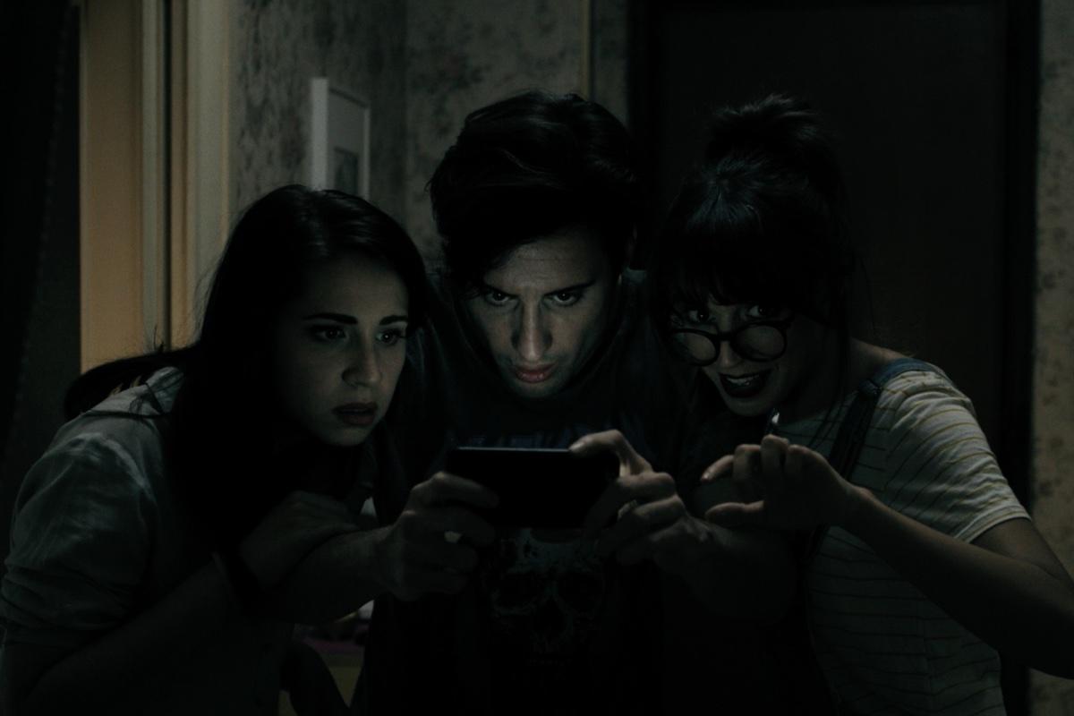 Das neue Smartphone scheint in guten Händen zu sein (Foto: Tiberius Film)