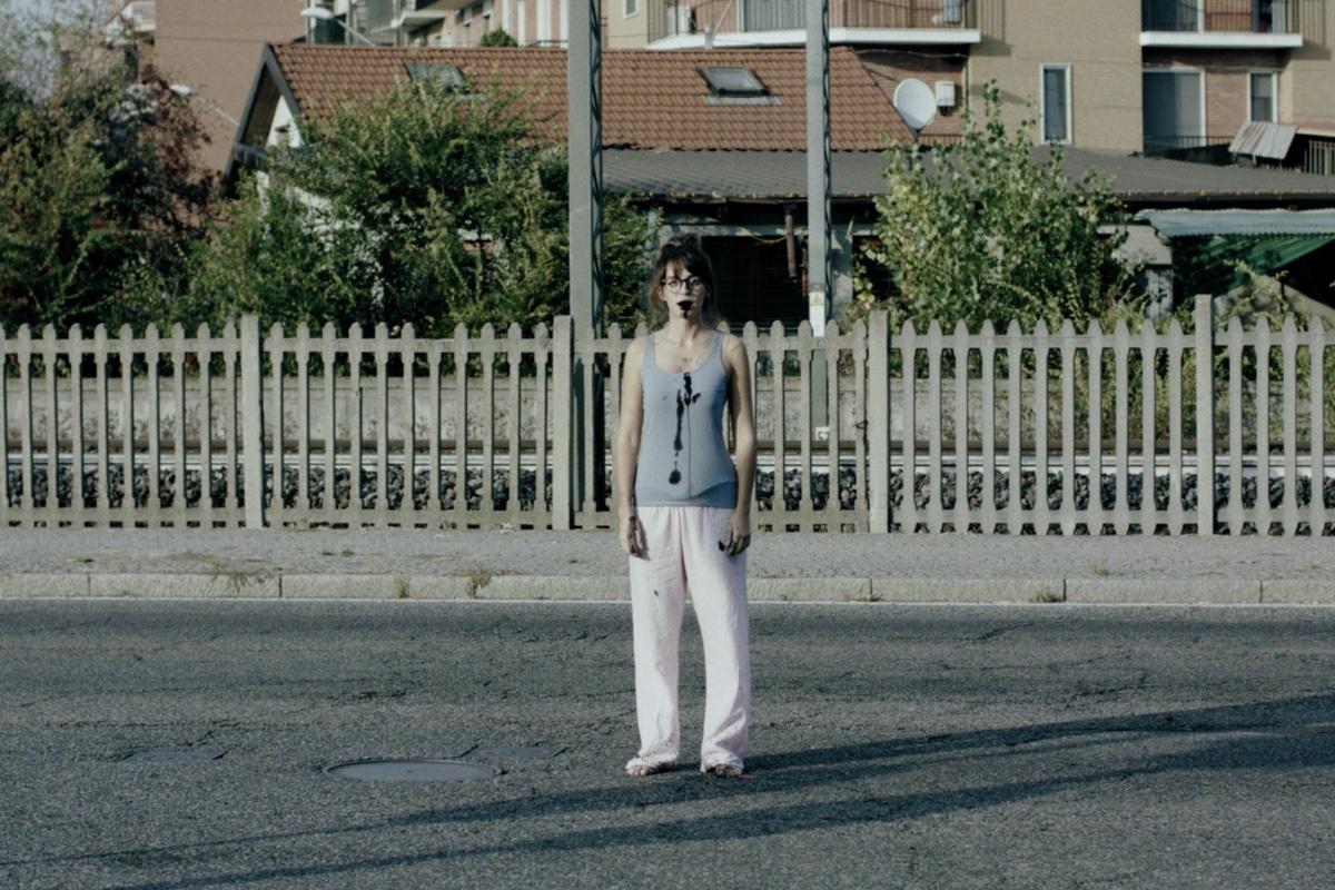 Einfach so auf der Straßen stehen, könnte gefährlich werden (Foto: Tiberius Film)
